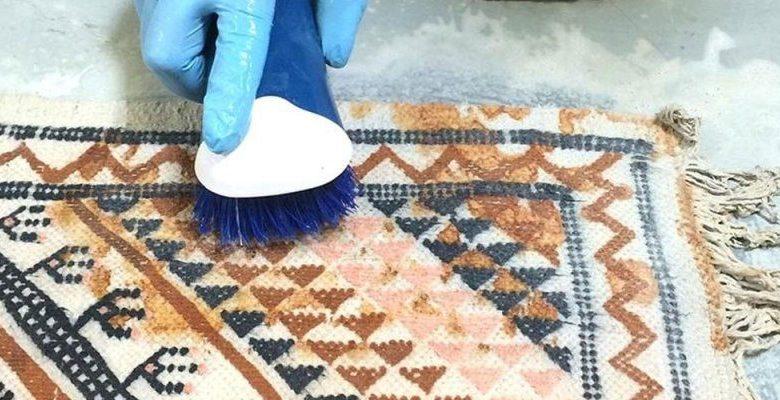 چطور از بوی نم فرش راحت شویم