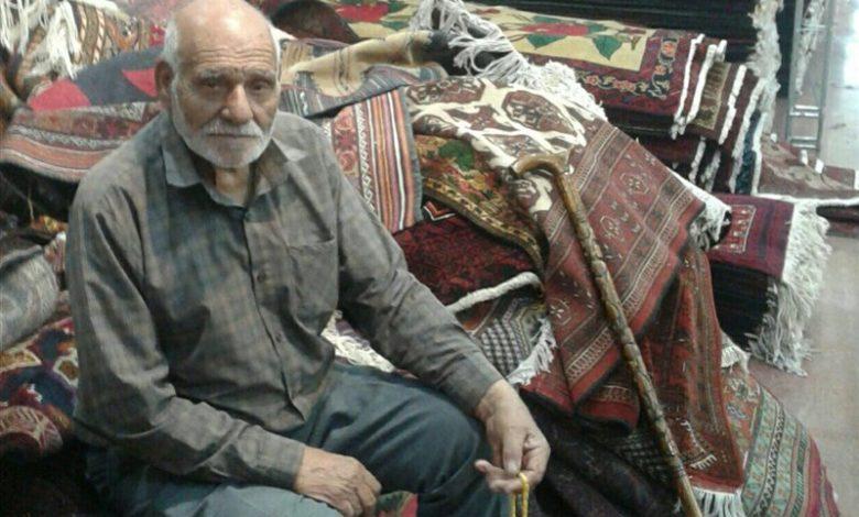 مردی که عاشق قالی بلوچ است
