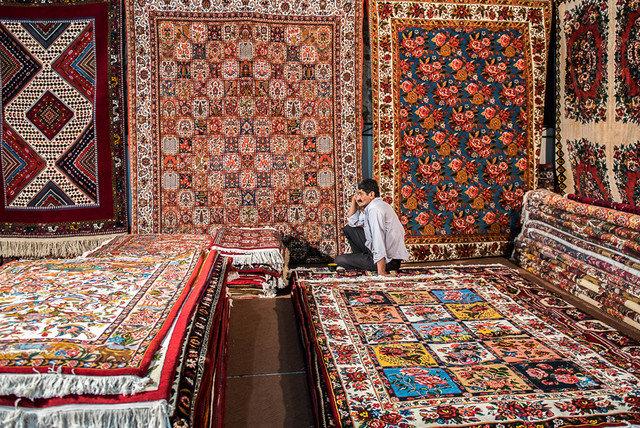 استان زنجان که یکی از قطبهای تولید فرش در کشور است با مشکل نبود صادرکننده قالی روبهروست.